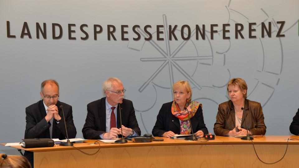Pressekonferenz zu den Ergebnissen der Besoldungsgespräche