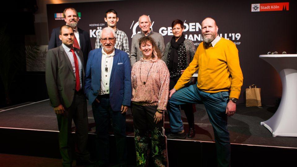 Staatssekretärin Andrea Milz mit den sieben Gewinnern.