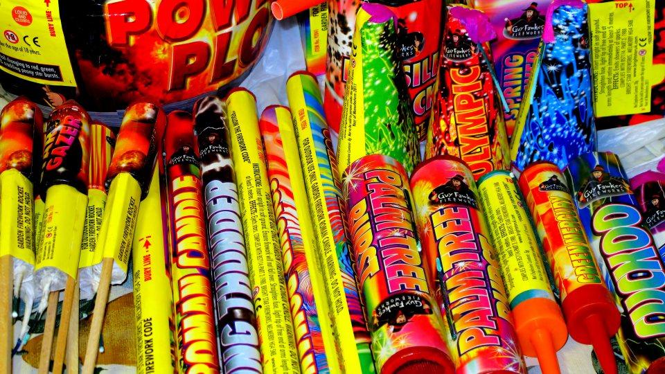 Feuerwerkskörper in einem Geschäft