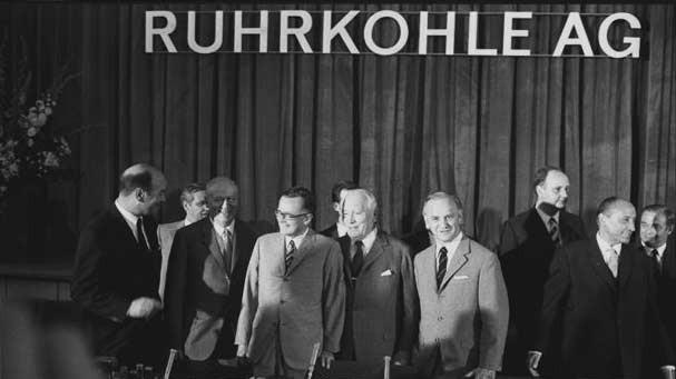 Das Bild zeigt die Gründung der Ruhrkohle AG