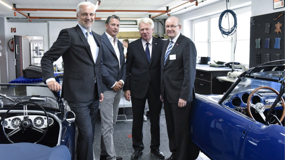 Das Foto zeigt (von links nach rechts): Wirtschaftsminister Garrelt Duin mit dem Geschäftsführer der Robert Rose GmbH, Jochen von Kemp, dem Dortmunder Oberbürgermeister Ullrich Sierau und dem Präsidenten der Handwerkskammer Dortmund, Berthold Schröder.