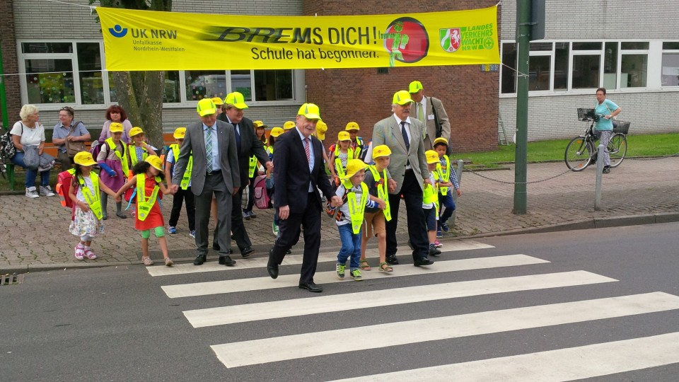 """Verkehrsminister Groschek bei Aktion """"Brems dich! Schule hat begonnen"""""""