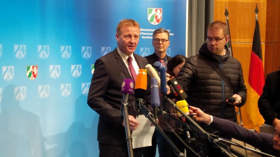 Innenminister Jäger versetzt den Kölner Polizeipräsidenten Albers in den einstweiligen Ruhestand