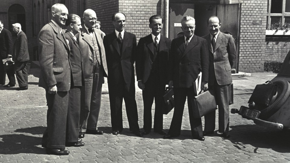 Das Bild zeigt das erste Kabinett des NRW-Ministerpräsidenten Karl Arnold