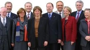Das Bild zeigt das Kabinett von Ministerpräsident Peer Steinbrück.