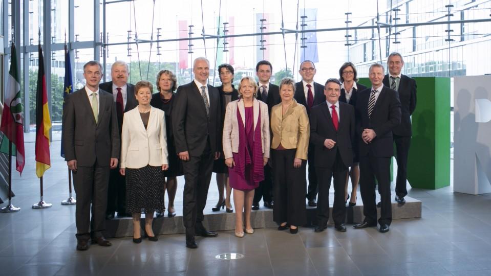 Das Bild zeigt das 2. Kabinett von Ministerpräsidentin Kraft.