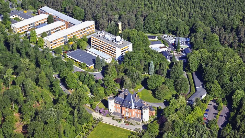 Luftaufnahme des Fraunhofer-Institutszentrums Schloss Birlinghoven (IZB)