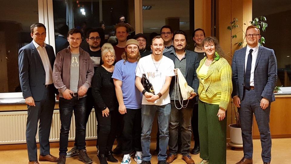 Porträtfoto mit Staatssekretärin Andrea Milz und Mitgliedern von MY Viertel e.V.