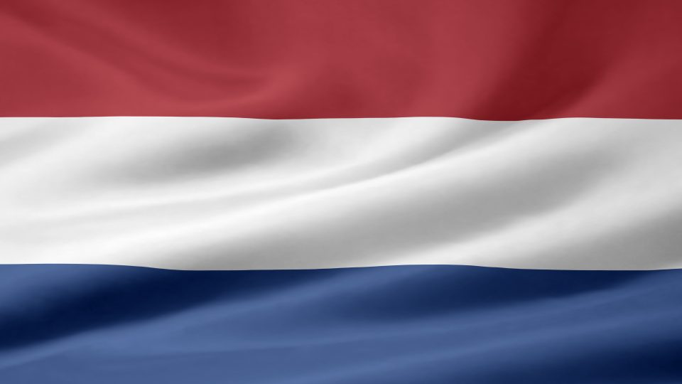Flagge der Niederlande - oben rot, mittig weiß, unten blau.