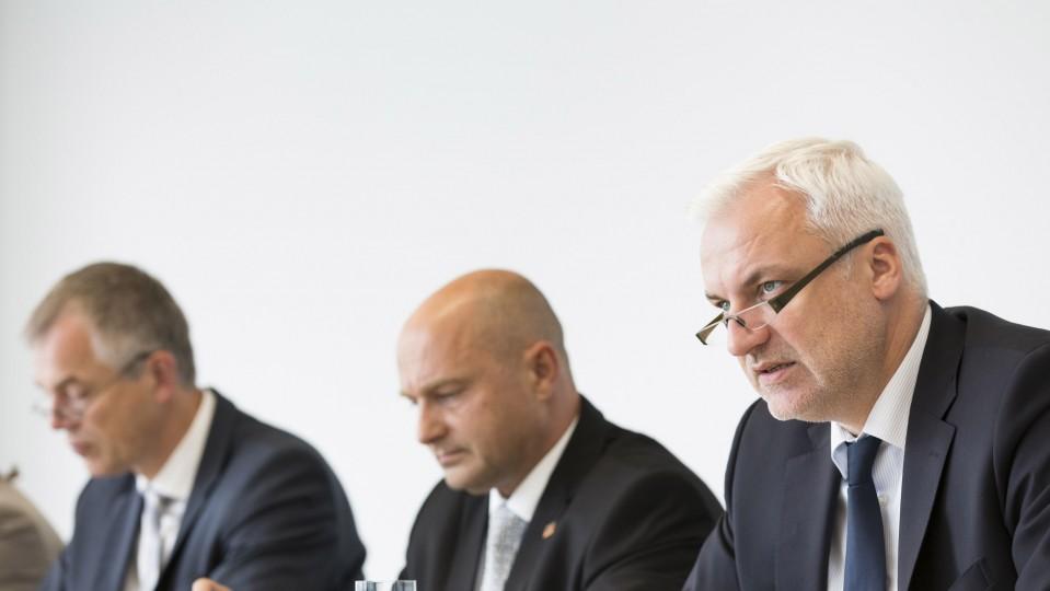 Von links nach rechts auf dem Foto: Umweltminister Johannes Remmel, Bundesstaatssekretär Rainer Bomba, Wirtschaftsminister Garrelt Duin