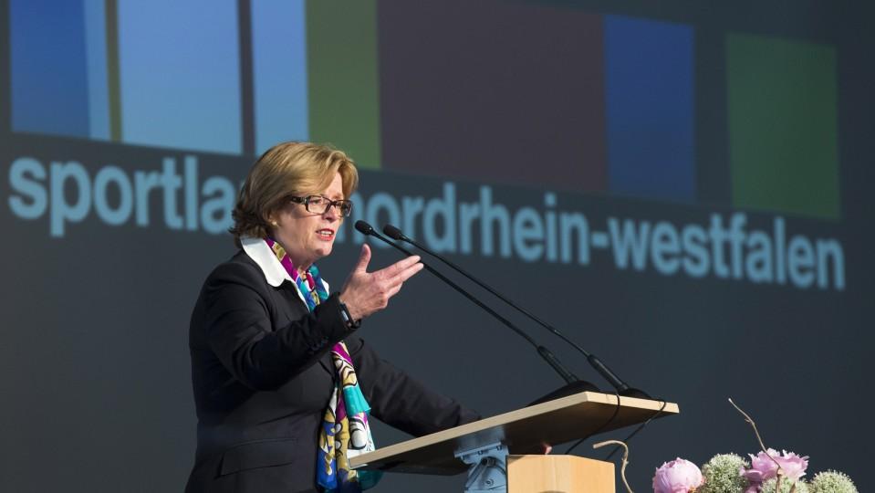 Ministerin Schäfer bei ihrer Ansprache