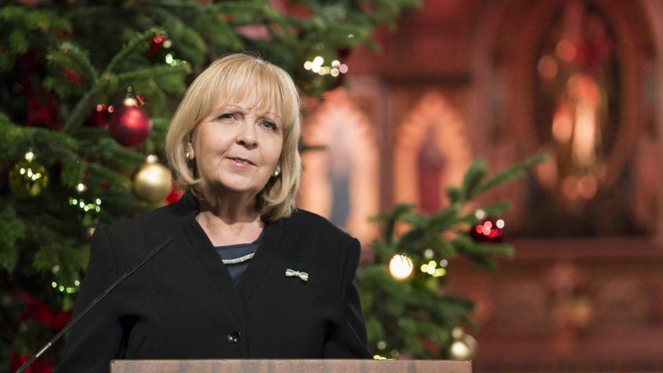 Minsterpräsidentin Kraft bei ihrer Rede zum Adventskonzert in der Propsteikirche St. Ludgerus in Billerbeck