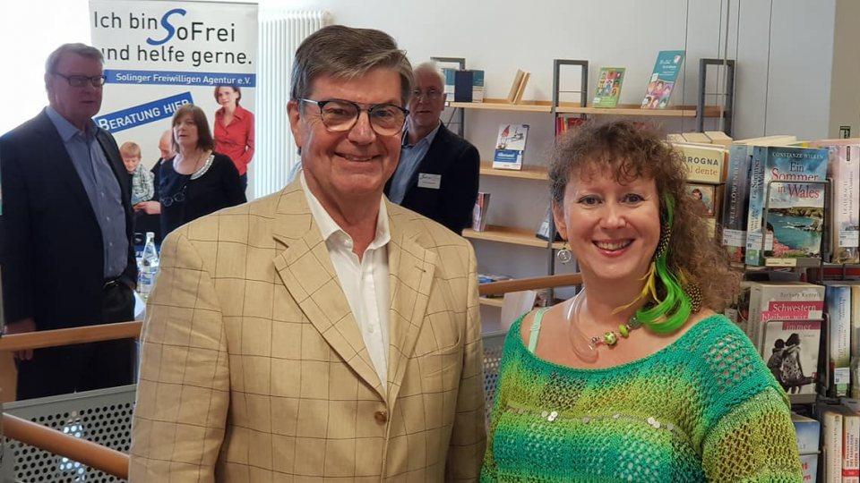 Staatssekretärin Andrea Milz mit Vorsitzendem Hans-Reiner Häußler