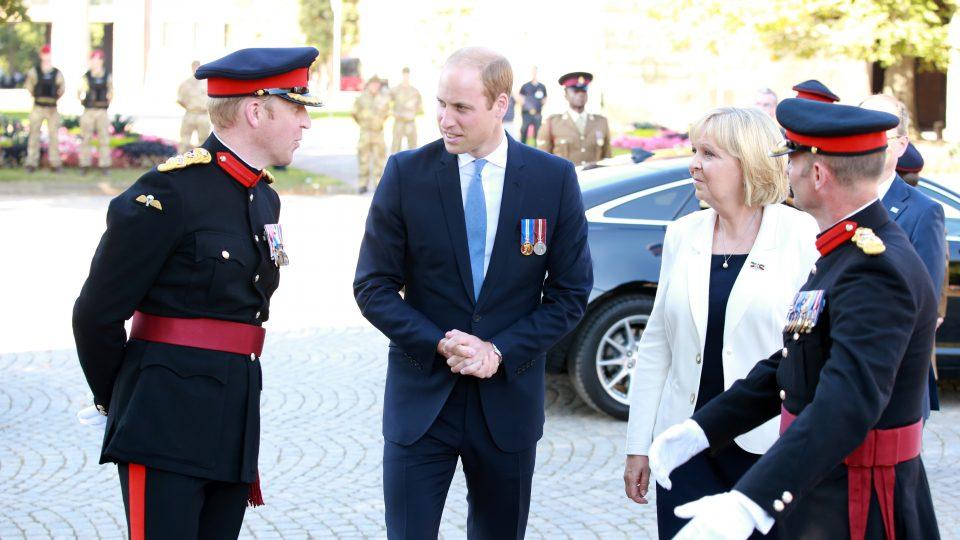 Prinz William und Ministerpräsidentin Hannelore Kraft gehen zur Tribüne