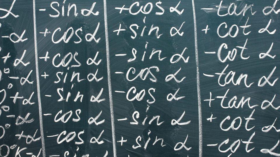 Bild mit Formeln auf einer Tafel